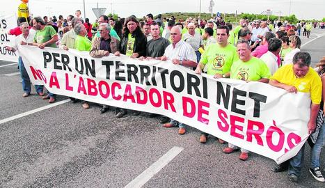 Imatge d'arxiu d'una protesta el 2010 en contra de la planta de residus de Seròs.