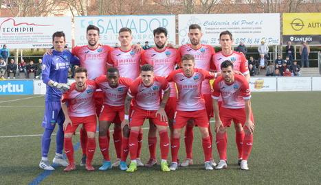 Formació inicial del Lleida diumenge passat al camp de l'AE Prat.