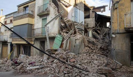 La casa, situada al número 15 del carrer Sant Josep, es va ensorrar del tot.