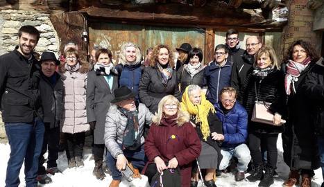 La consellera Capella, al centre, amb alguns dels assistents a l'homenatge a Generosa Cortina.