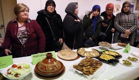 Algunes de les participants en la trobada intercultural, organitzada ahir al Clot de Lleida.