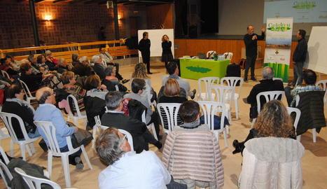 L'acte va omplir de veïns el local social de Castellnou.