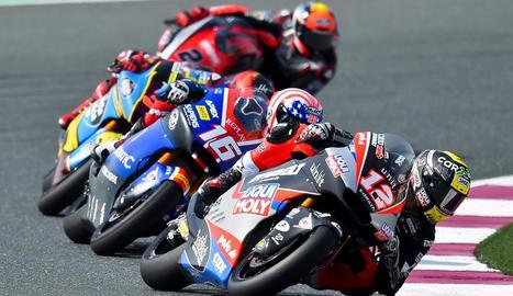 Joe Roberts, darrere de Thomas Luthi, en la sessió de classificació del Gran Premi de Qatar.
