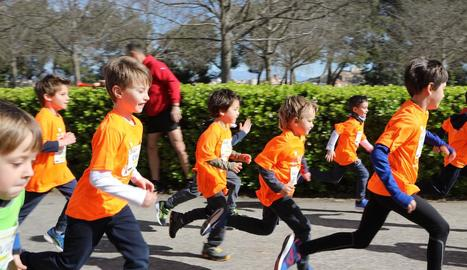 Una de les carreres infantils que es van celebrar ahir.