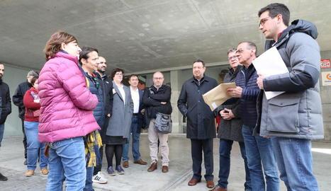 Usuaris de l'Avant van entregar als representants polítics un manifest amb les seues reivindicacions.