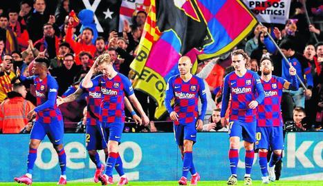 Messi celebra el gol de penal que va marcar dissabte a la Reial i que torna a fer líder el Barcelona.