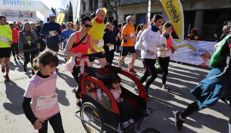 Coincidint amb el Dia Internacional de la Dona, una gran representació de les corredores es va fer una foto reivindicativa.