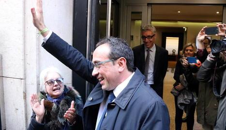 Josep Rull saluda a la seua arriba a la Mutua Terrassa.