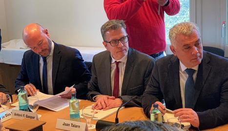Talarn, al centre, a la reunió d'ahir a Barcelona.