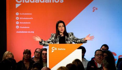 Inés Arrimadas durant un intervenció en un acte.