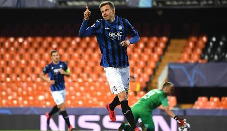 Ilicic celebra un dels quatre gols que va marcar en un estadi buit.