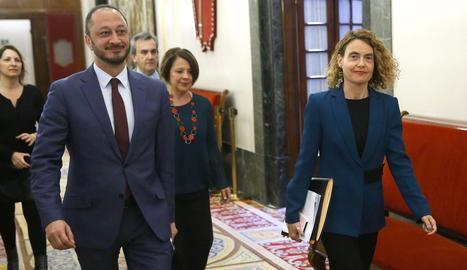 La presidenta del Congrés, Meritxell Batet, i el vicepresident primer de la Mesa, Alfonso Rodríguez.