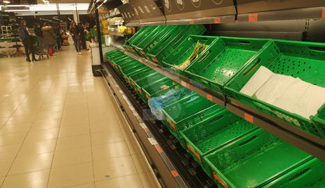 Provisió d'aliments en supermercats de Lleida pel temor al coronavirus