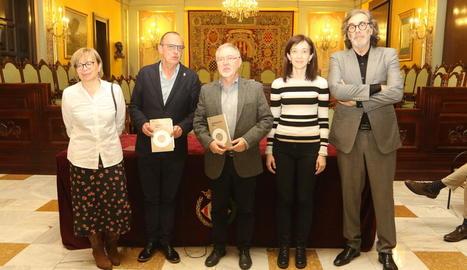 Montse Sanjuan, Miquel Pueyo, Juan Cal, Eulàlia Pagès i Tatxo Benet, ahir a la presentació del llibre.
