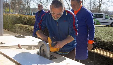Tècnics d'ASG van comprovar ahir els treballs que porta a terme el Grup Alba.