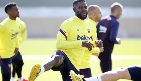 Samuel Umtiti durant la sessió d'entrenament del Barça.