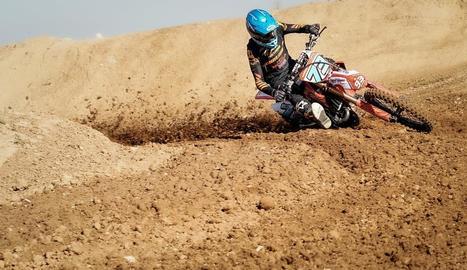 Àlex Márquez durant la sessió de motocròs a l'espera que arranqui el Mundial de MotoGP.