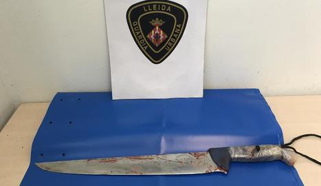 La Guàrdia Urbana va decomissar un ganivet de 35 cm de fulla.