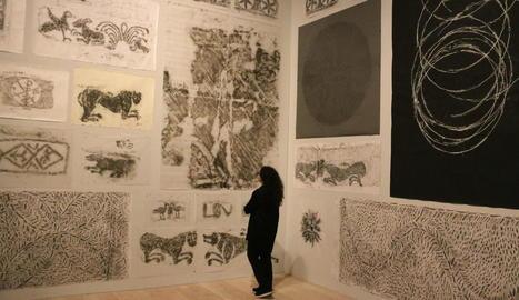 L'artista va utilitzar la tècnica del 'frottage' per crear les obres.