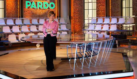 Cristina Pardo al plató, buit, del programa dominical 'Liarla Pardo'.