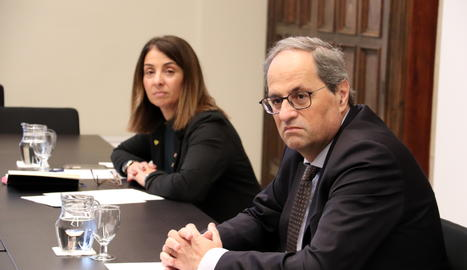 El president de la Generalitat, Quim Torra, amb la consellera de la Presidència, Meritxell Budó, durant la reunió amb el món local per analitzar l'evolució del coronavirus