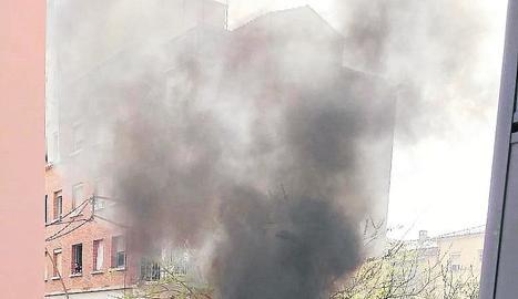 Incendi ahir d'un contenidor al carrer Bisbe Galindo.