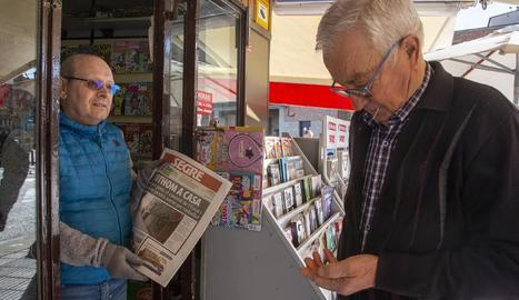 En un supermercat de Cappont que va obrir ahir es van generar cues per entrar a comprar.