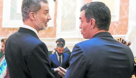 Imatge d'arxiu del rei Felip VI i el president del Govern espanyol, Pedro Sánchez.