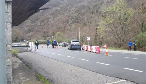 Control policial a la carretera N-230, a la frontera de Les.
