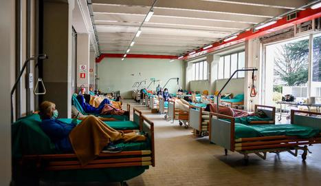 Pacients italians infectats amb coronavirus en un hospital de Brescia (Itàlia).