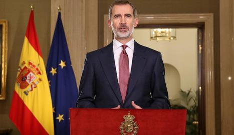 El rei Felip VI, durant la seua compareixença després de reunir-se a Zarzuela amb el president del Govern central, Pedro Sánchez.