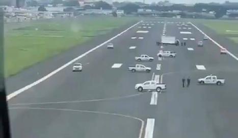 L'alcaldessa va ordenar bloquejar les pistes d'aterratge.