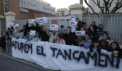 Imatge d'arxiu d'una protesta contra el tancament del col·legi.