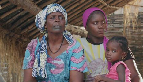 Tres generacions de dones d'una mateixa família, en un país on els costums manen sobre la llei.