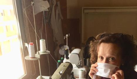 Torres de Segre ha reunit més de 80 voluntaris per confeccionar mascaretes per fer front a la falta de material.