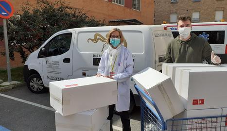 El Magatzem del Perruquer lliura material sanitari a l'Hospital Arnau de Vilanova de Lleida