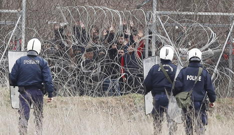 Imatge d'una actuació policial grega a la frontera amb Turquia.