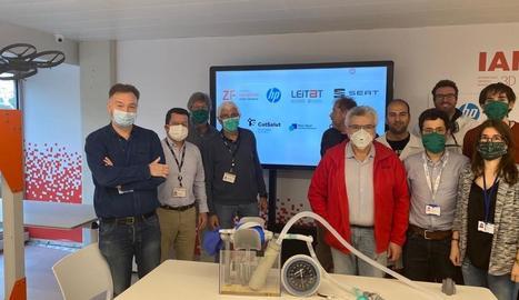 L'equip de la Zona Franca de Barcelona que ha creat els respiradors amb impressores 3D.