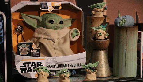 Productes de Baby Yoda, personatge de 'The Mandalorian' que ha captivat els fidels de la saga.