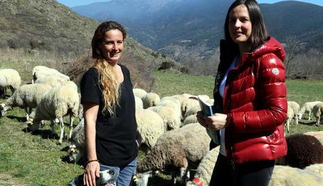La pastora Anna Plana i l'autora de la novel·la, Laura Gordó.