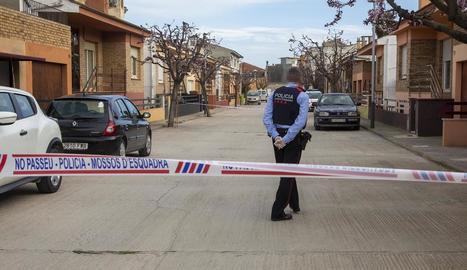 Imatge del cordó policial que van fer els Mossos d'Esquadra el 8 de març passat a Castellserà.