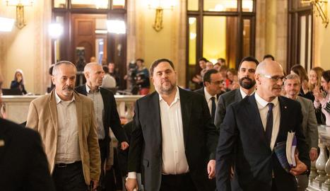 Imatge d'arxiu d'Oriol Junqueras i Raül Romeva als passadissos del Parlament.