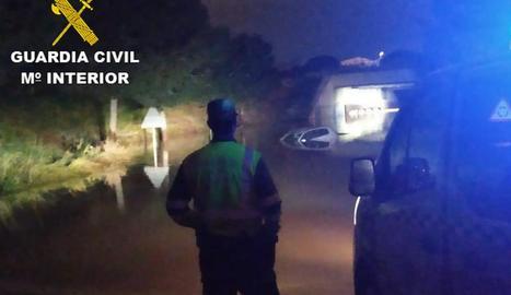 La Guàrdia Civil, en el rescat de tres persones a Sagunt.