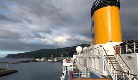 Vista de l'illa de la Reunió des del creuer 'Costa Deliciosa', amb set lleidatans a bord.