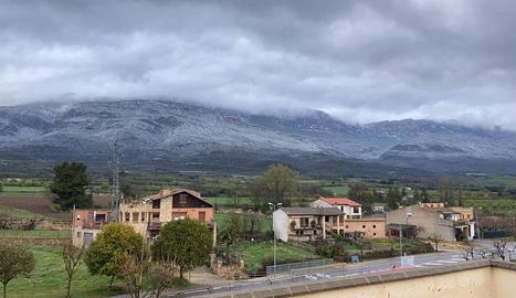 Vistes de la serra del Montsec des de la població d'Àger.