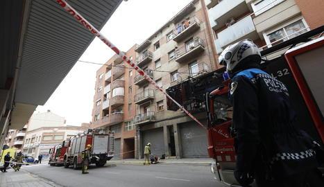 Efectius d'emergències ahir al carrer Tarragona.