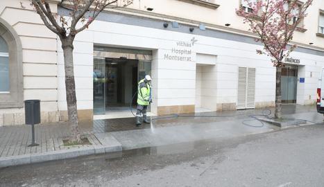 La clínica Vithas Montserrat de Lleida ahir.