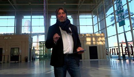 El programa serà conduït per l'actor Pere Arquillué, que posa al vestíbul del TNC.