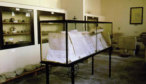 Sala del Museu de Guissona a l'ajuntament als anys 50.