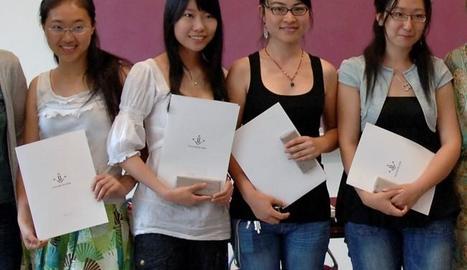 Zhao Mo (primera per l'esquerra), a la Universitat de Lleida.